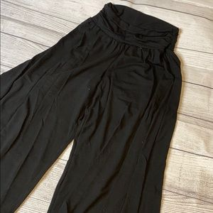 Black soft and stretchy gaucho pant